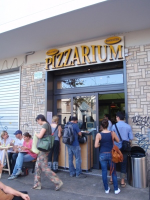 The lunch rush at Pizzarium.