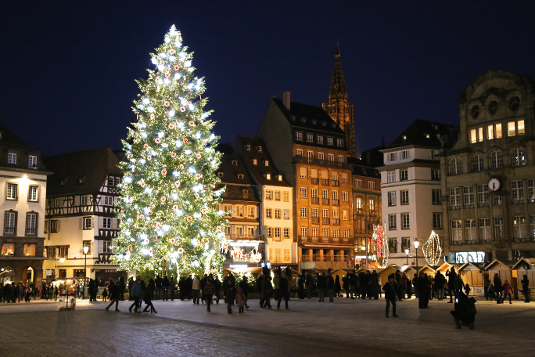 The Christmas tree in Place Kléber.