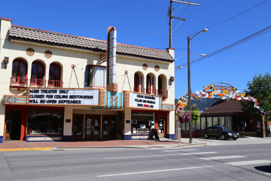 Image of the Panida Theater in downtown Sandpoint, Idaho, an example of what to do in Sandpoint