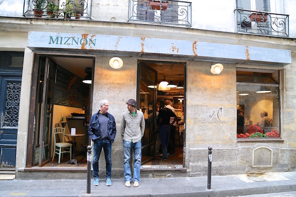 Image of the Israeli restaurant Miznon in the Marais
