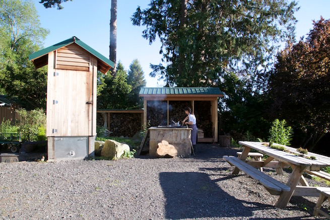 Image of the outdoor grill at the Willows in on Lummi Island