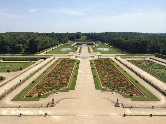 Image of the gardens at Vaux-le-Vicomte outside of Paris