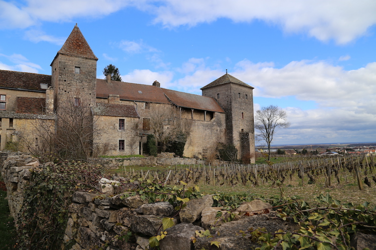 Image of Château du Clos de Vougeot in Burgundy, France.