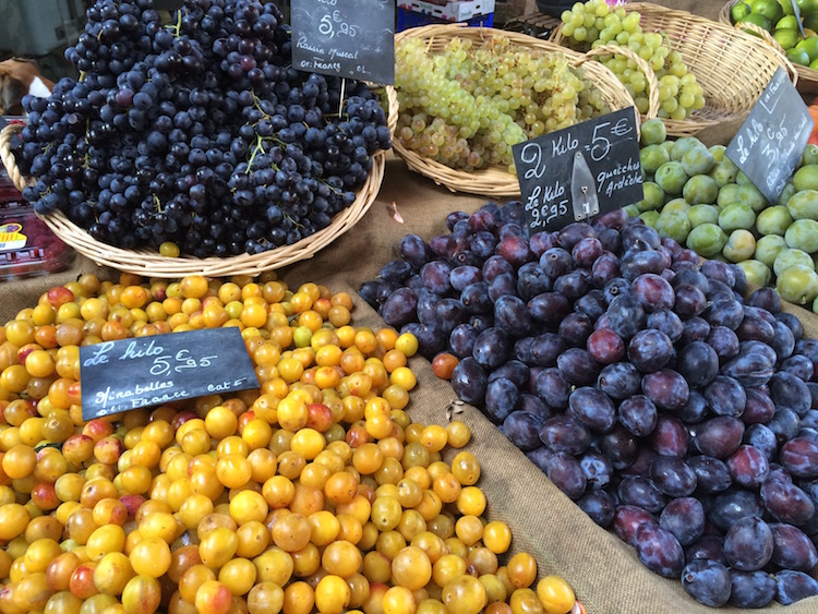 Image of mirabelles at the market in Beaune, France.