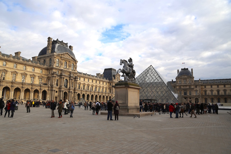 Image of the Louvre in Paris