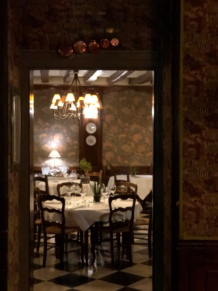 Image of the dining room at Le Laurier in the Loire Valley