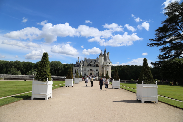 Image of the entrance to Chenonceau in the Loire Valey