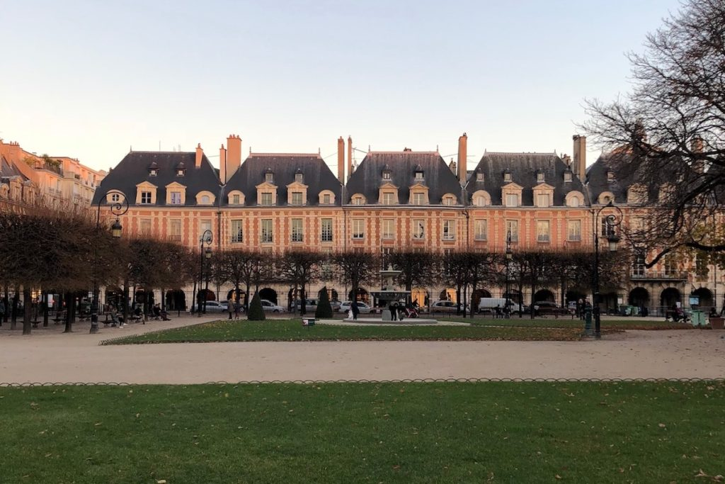 Image of Place des Vosges in Paris at dusk