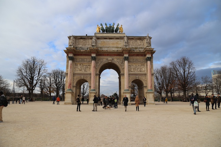 Image of the Arc de Carousel at the Louvre in Paris
