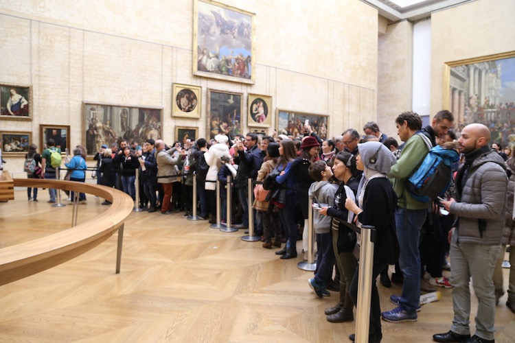 Image of crowds around the Mona Lisa at the Louvre