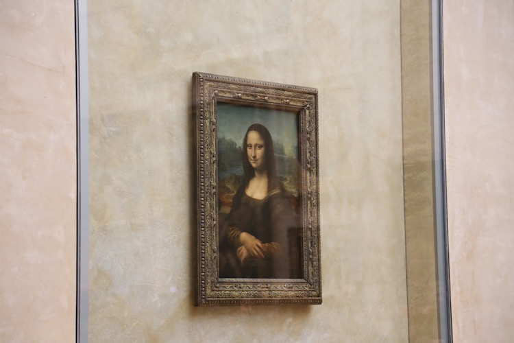 Image of the Mona Lisa at the Louvre in Paris