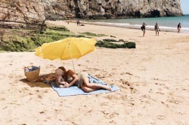 Image of Lauren Wells with daughter on the beach